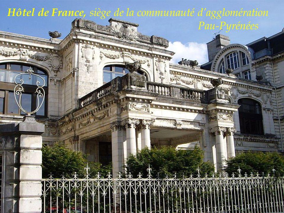 Le Palais Beaumont à la fois un casino et un centre de congres