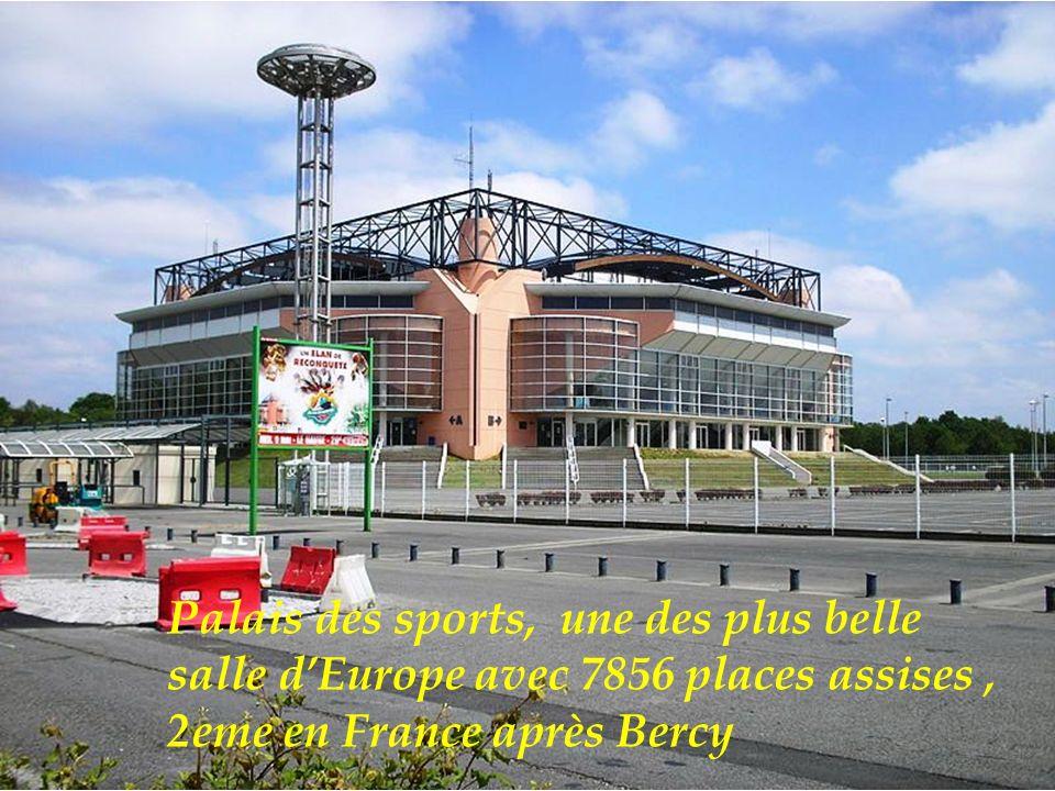 Jaï Alaï (Pelote Basque), inauguré en 2006 est la plus grande salle de pelote Basque en Europe avec 2600 places.