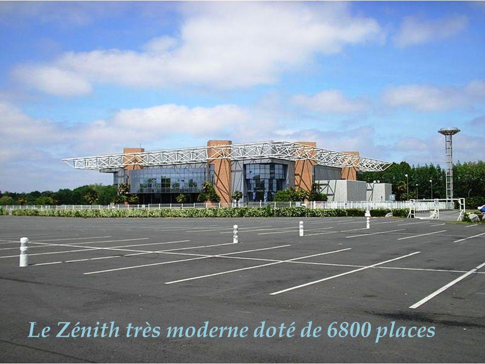 Palais des sports, une des plus belle salle dEurope avec 7856 places assises, 2eme en France après Bercy