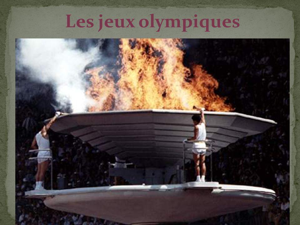 Le temple de Zeus à Olympie I) C le déroulement des jeux Jusquen 107 avant JC, les vainqueurs étaient couronnés devant le Temple de Zeus mais ensuite directement sur le lieux de leur victoire.