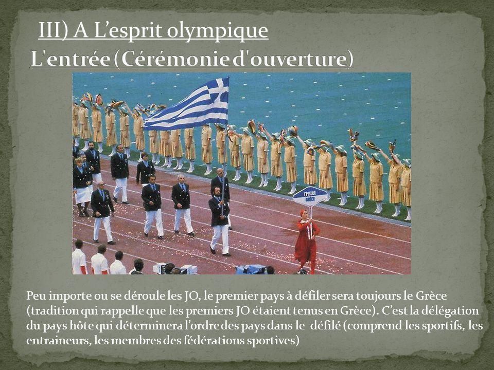 Peu importe ou se déroule les JO, le premier pays à défiler sera toujours le Grèce (tradition qui rappelle que les premiers JO étaient tenus en Grèce)