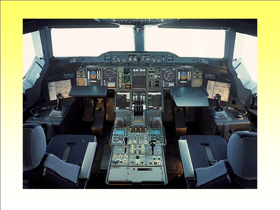 Aux commandes … Le cockpit qui se situe entre les deux étages de l'avion est assez similaire à celui de l'A340. Les pilotes disposeront de 8 larges éc