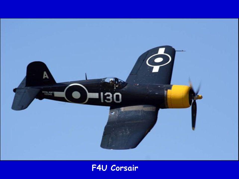 F4U Corsair devant le Mustang