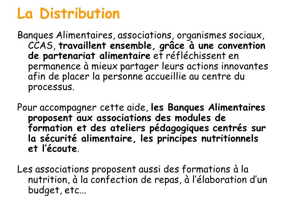 La distribution La Distribution Banques Alimentaires, associations, organismes sociaux, CCAS, travaillent ensemble, grâce à une convention de partenar