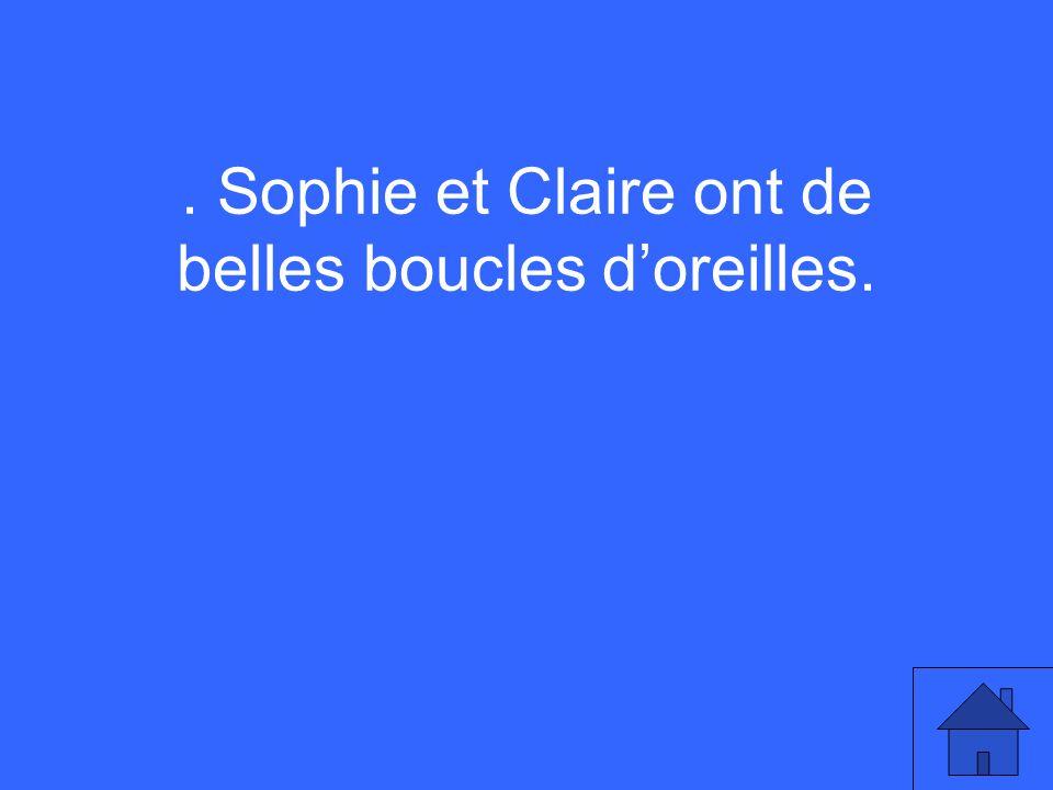 . Sophie et Claire ont de belles boucles doreilles.