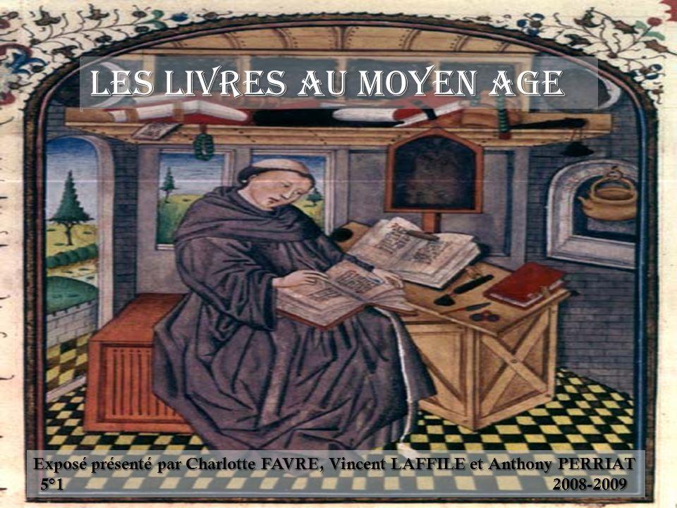 Les livres au Moyen Age Exposé présenté par Charlotte FAVRE, Vincent LAFFILE et Anthony PERRIAT 5°1 2008-2009
