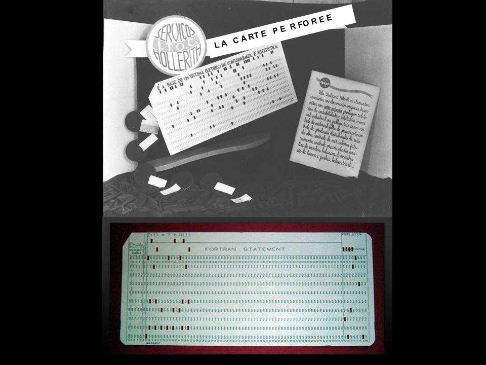 En 1969, en pleine Guerre Froide, entre USA et Union Soviétique, l ARPA, Advanced Research Projects Agency, sous-division du Département de la Défense des USA, crée un réseau dans lequel les informations du gouvernement sont disséminées en plusieurs lieux, pour ne pas les conserver dans un seul service, c est l embryon du réseau Internet.