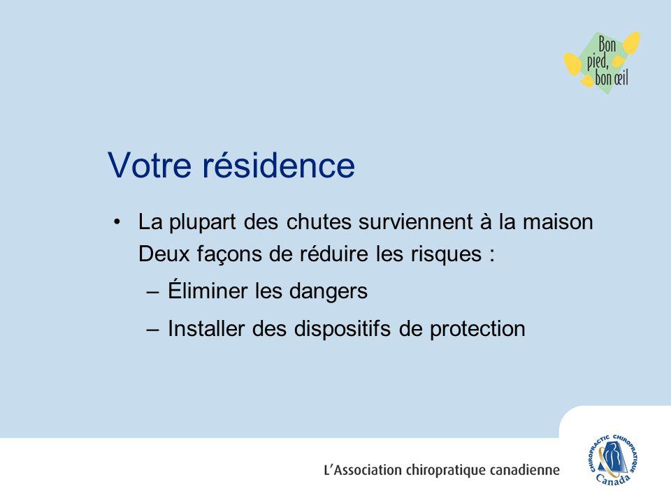 Votre résidence La plupart des chutes surviennent à la maison Deux façons de réduire les risques : –Éliminer les dangers –Installer des dispositifs de