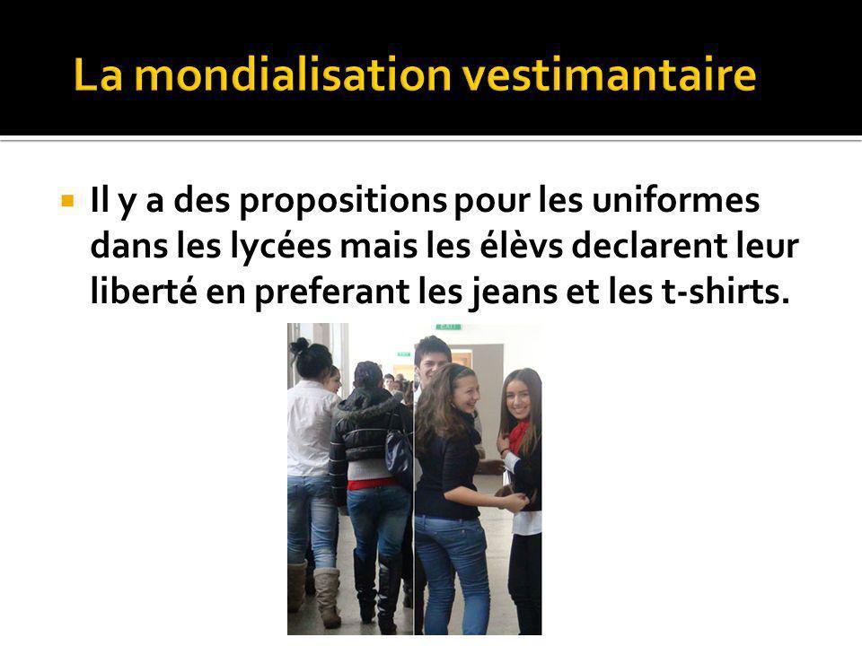 Il y a des propositions pour les uniformes dans les lycées mais les élèvs declarent leur liberté en preferant les jeans et les t-shirts.