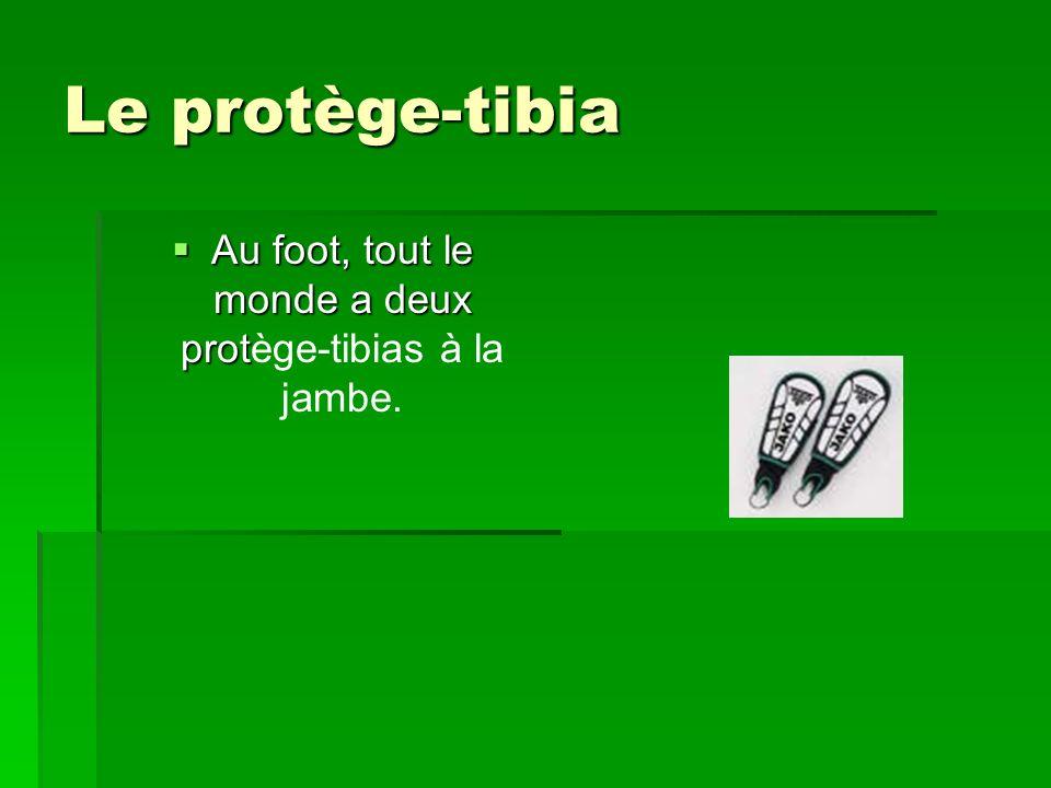 Le protège-tibia Au foot, tout le monde a deux prot Au foot, tout le monde a deux protège-tibias à la jambe.