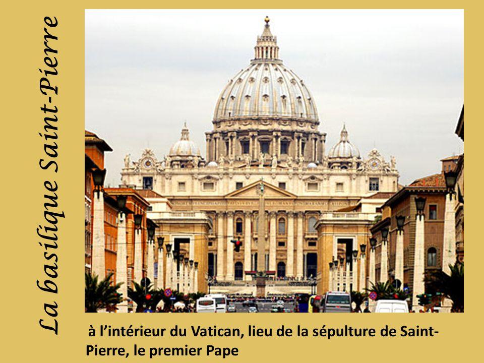 à lintérieur du Vatican, lieu de la sépulture de Saint- Pierre, le premier Pape La basilique Saint-Pierre