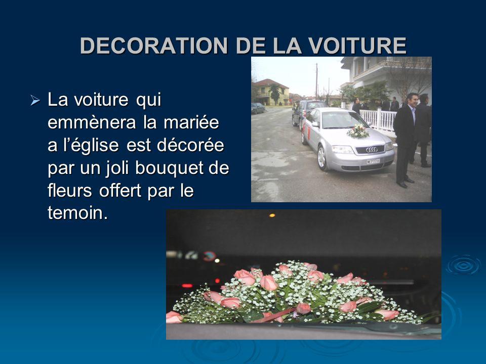 DECORATION DE LA VOITURE La voiture qui emmènera la mariée a léglise est décorée par un joli bouquet de fleurs offert par le temoin. La voiture qui em