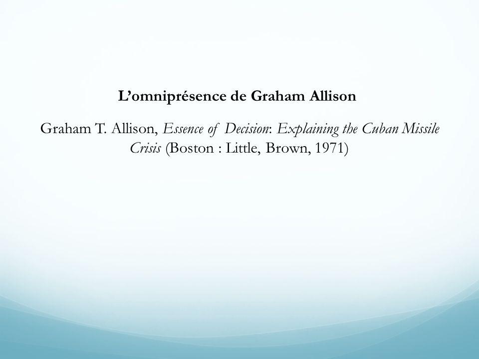 Lomniprésence de Graham Allison Graham T. Allison, Essence of Decision: Explaining the Cuban Missile Crisis (Boston : Little, Brown, 1971)