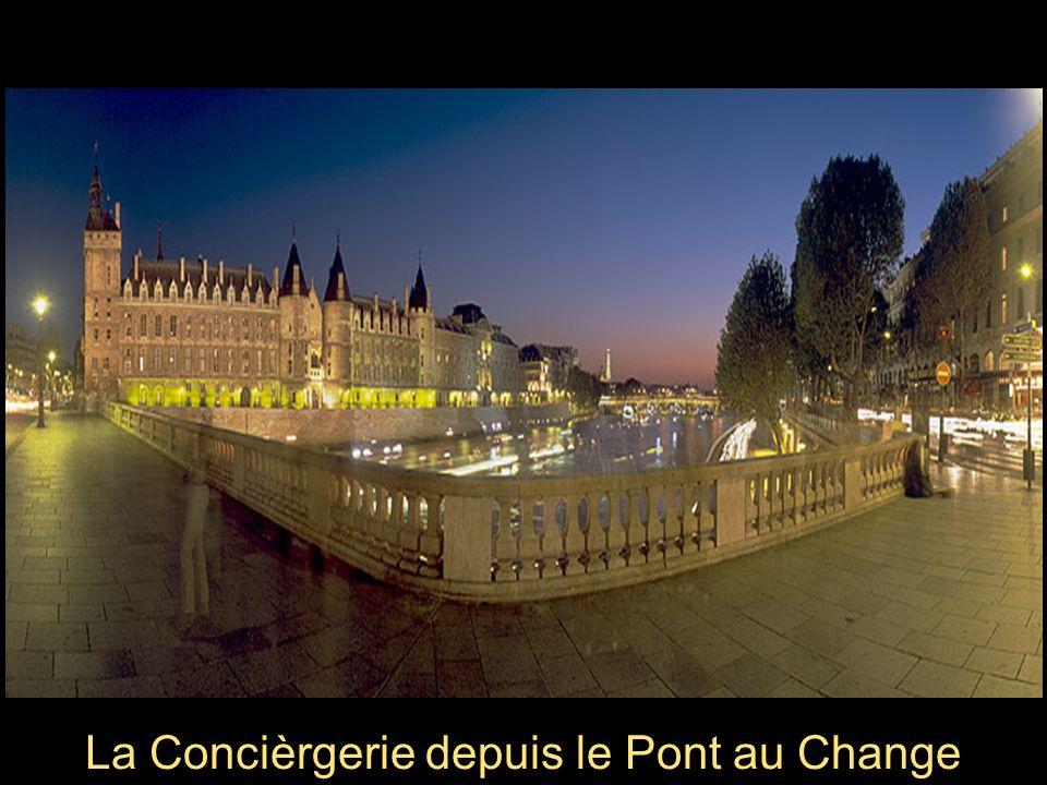 Chevet de Notre- Dame de Paris depuis le Quai dOrléans