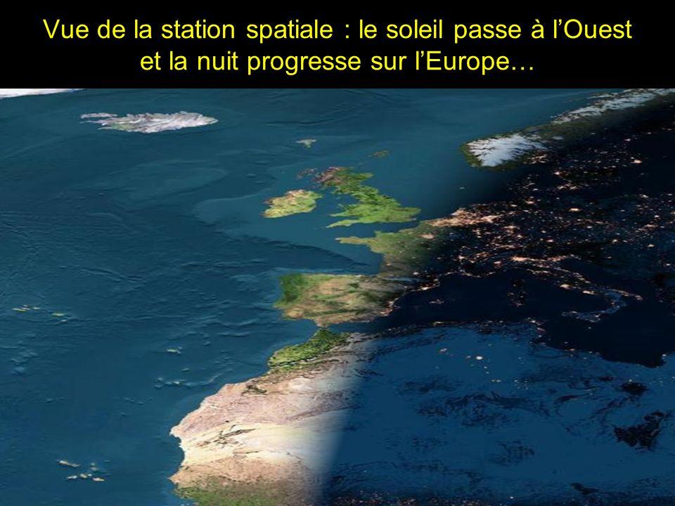 Vue de la station spatiale : le soleil passe à lOuest et la nuit progresse sur lEurope…