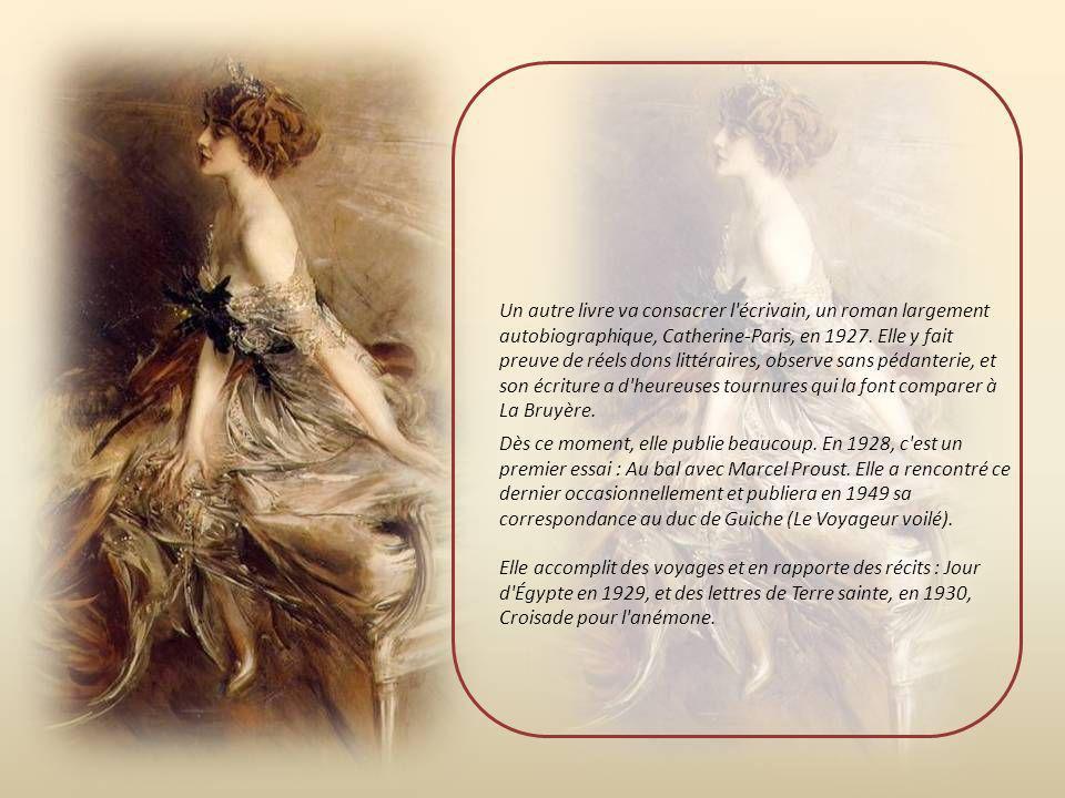 Dès ce moment, elle publie beaucoup.En 1928, c est un premier essai : Au bal avec Marcel Proust.