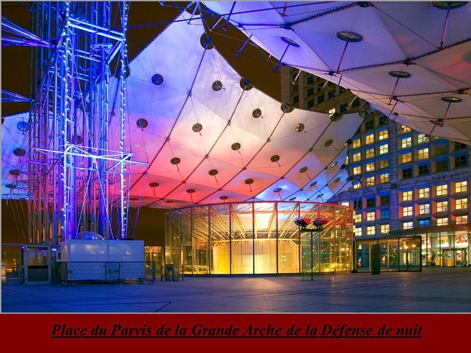 Eglise de la Madeleine dans le prolongement de la place de la Concorde via le rue Royale.