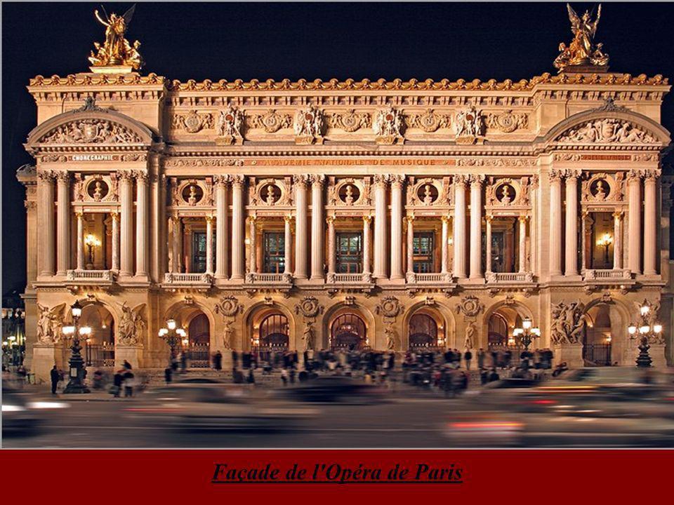 Obélisque de la place de la Concorde & la grande roue Notre Dame de Paris facade de la cathédrale la nuit