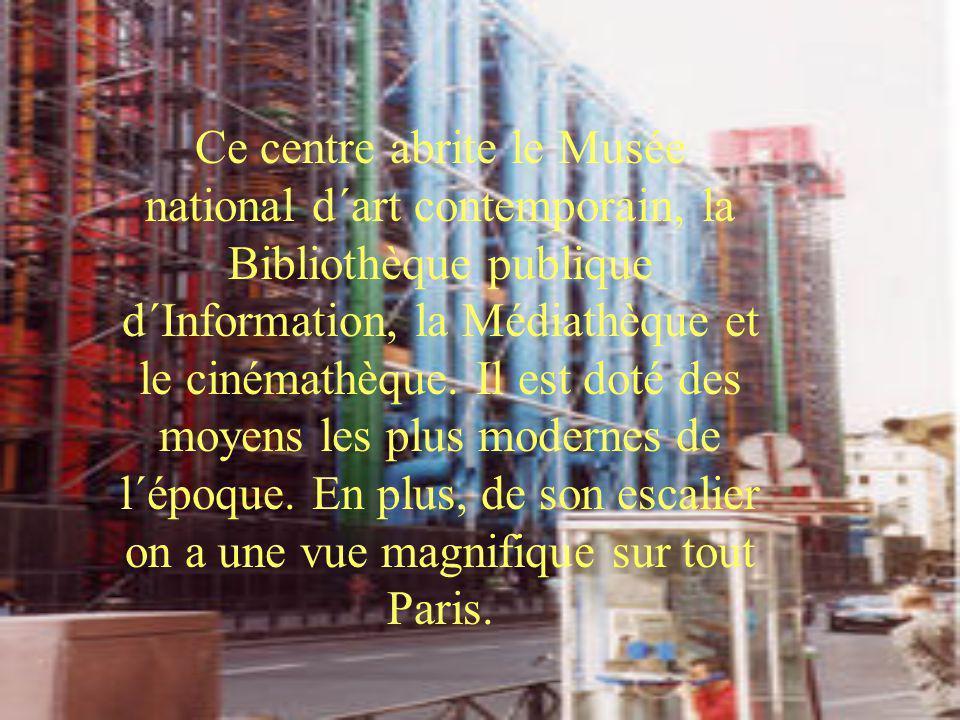 Ce centre abrite le Musée national d´art contemporain, la Bibliothèque publique d´Information, la Médiathèque et le cinémathèque. Il est doté des moye