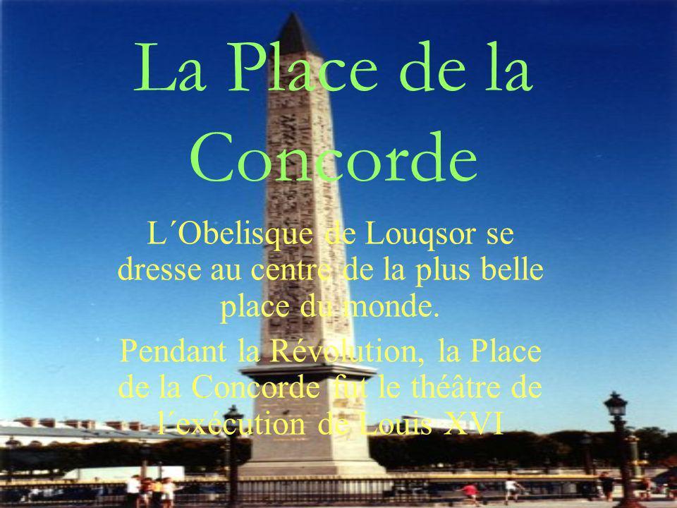La Place de la Concorde L´Obelisque de Louqsor se dresse au centre de la plus belle place du monde. Pendant la Révolution, la Place de la Concorde fut
