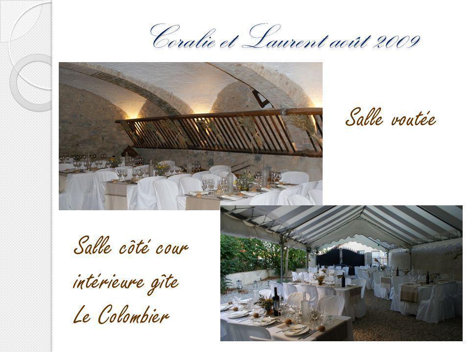 Coralie et Laurent août 2009 Salle côté cour intérieure gîte Le Colombier Salle voutée