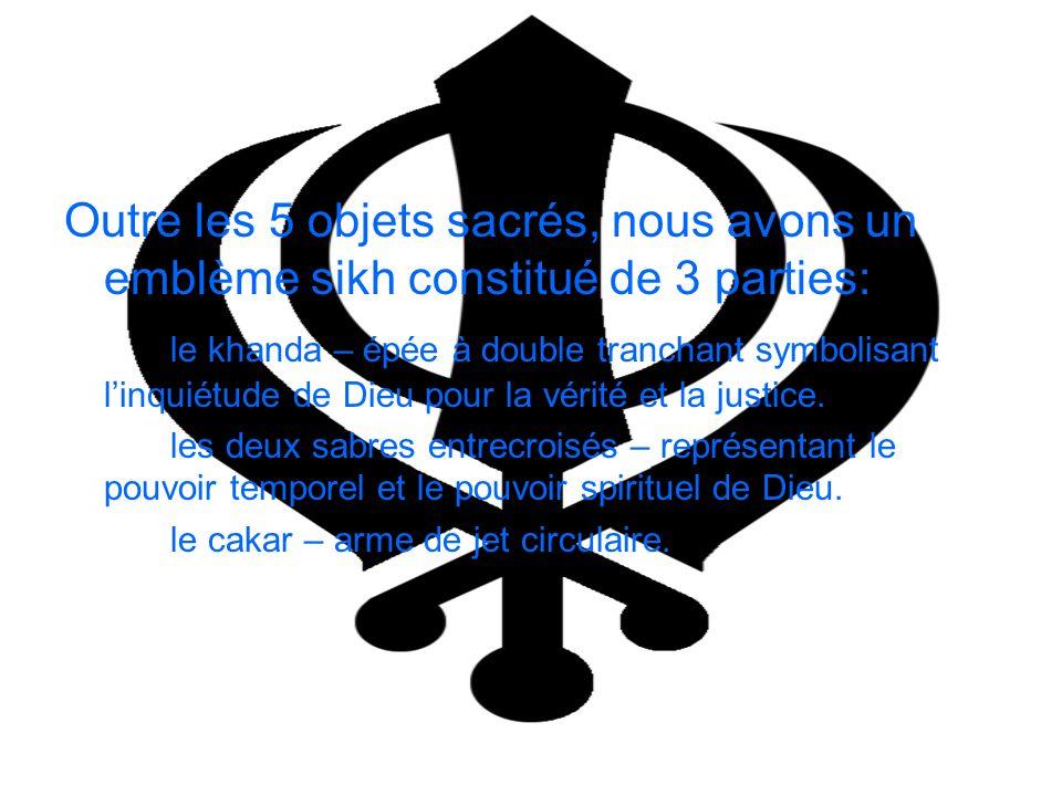 Outre les 5 objets sacrés, nous avons un emblème sikh constitué de 3 parties: le khanda – épée à double tranchant symbolisant linquiétude de Dieu pour