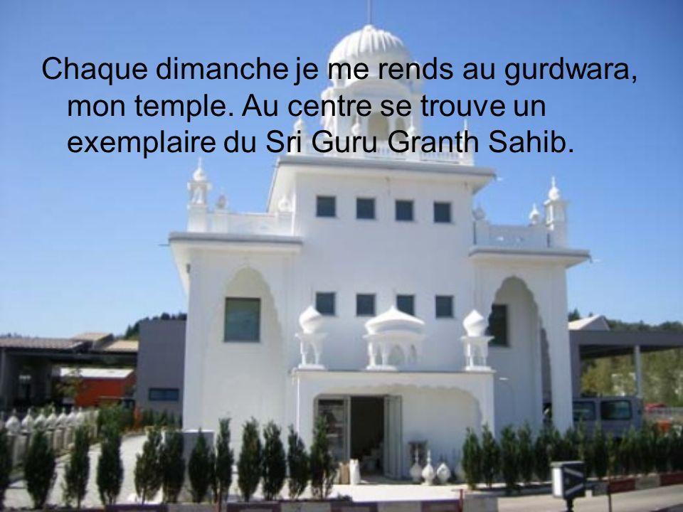 Chaque dimanche je me rends au gurdwara, mon temple. Au centre se trouve un exemplaire du Sri Guru Granth Sahib.
