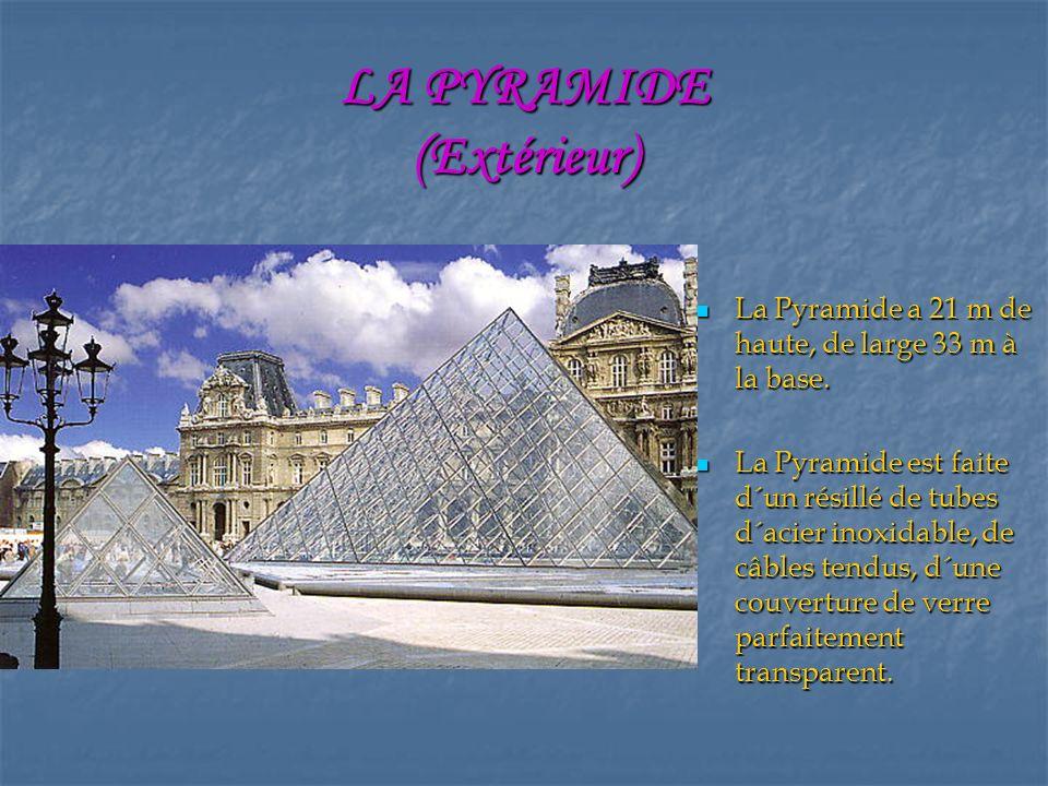 LA PYRAMIDE (Extérieur) La Pyramide a 21 m de haute, de large 33 m à la base.