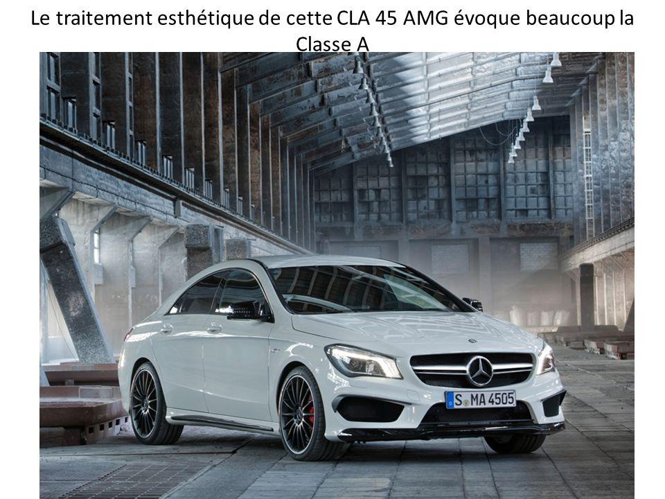 Le traitement esthétique de cette CLA 45 AMG évoque beaucoup la Classe A
