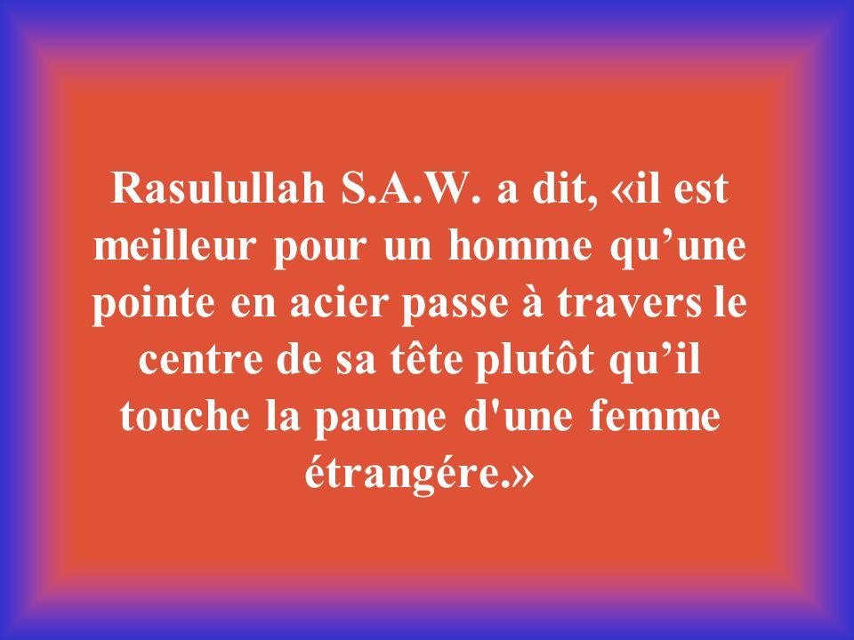 Rasulullah S.A.W. a dit, «il est meilleur pour un homme quune pointe en acier passe à travers le centre de sa tête plutôt quil touche la paume d'une f