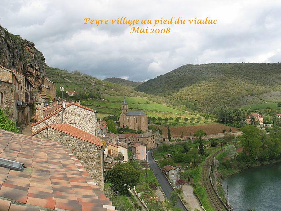 Viaduc vu du village de Peyre 2008