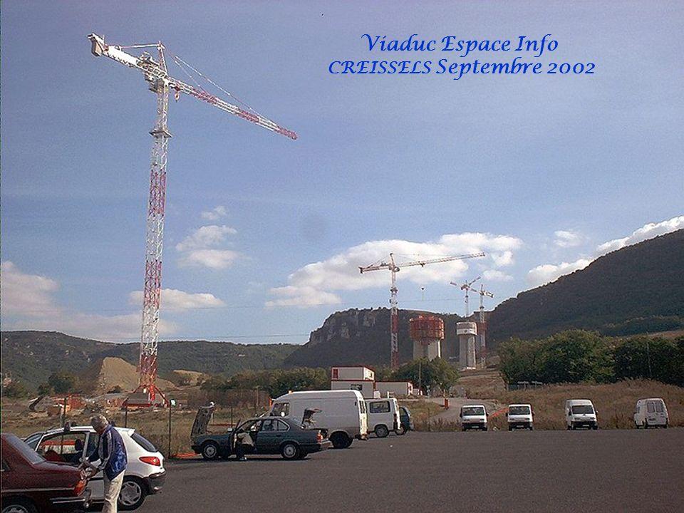 Le béton… Dès le printemps 2002, les premières piles du viaduc de Millau sélèvent vers le ciel. Dans le même temps, les points dancrage du tablier (le