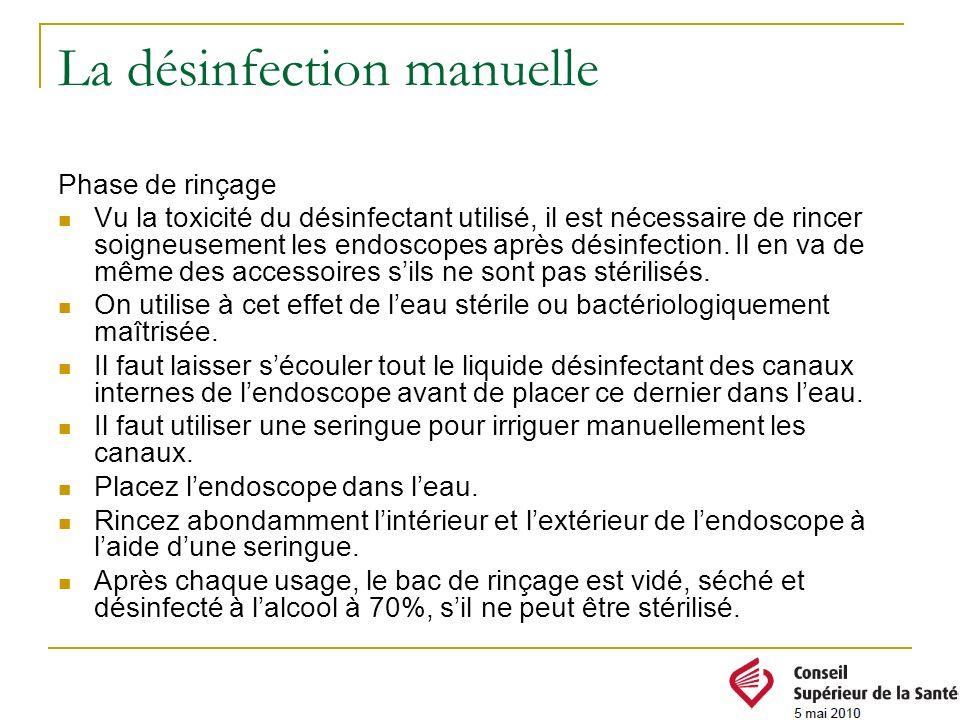 La désinfection manuelle Phase de rinçage Vu la toxicité du désinfectant utilisé, il est nécessaire de rincer soigneusement les endoscopes après désin