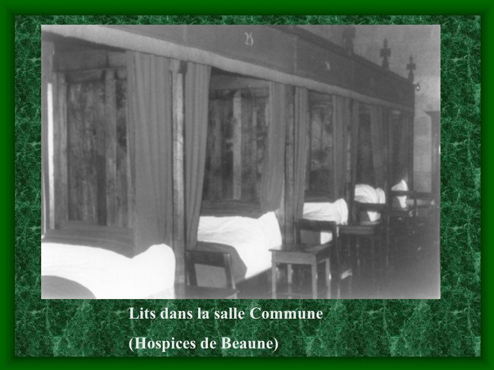 Lits dans la salle Commune (Hospices de Beaune)