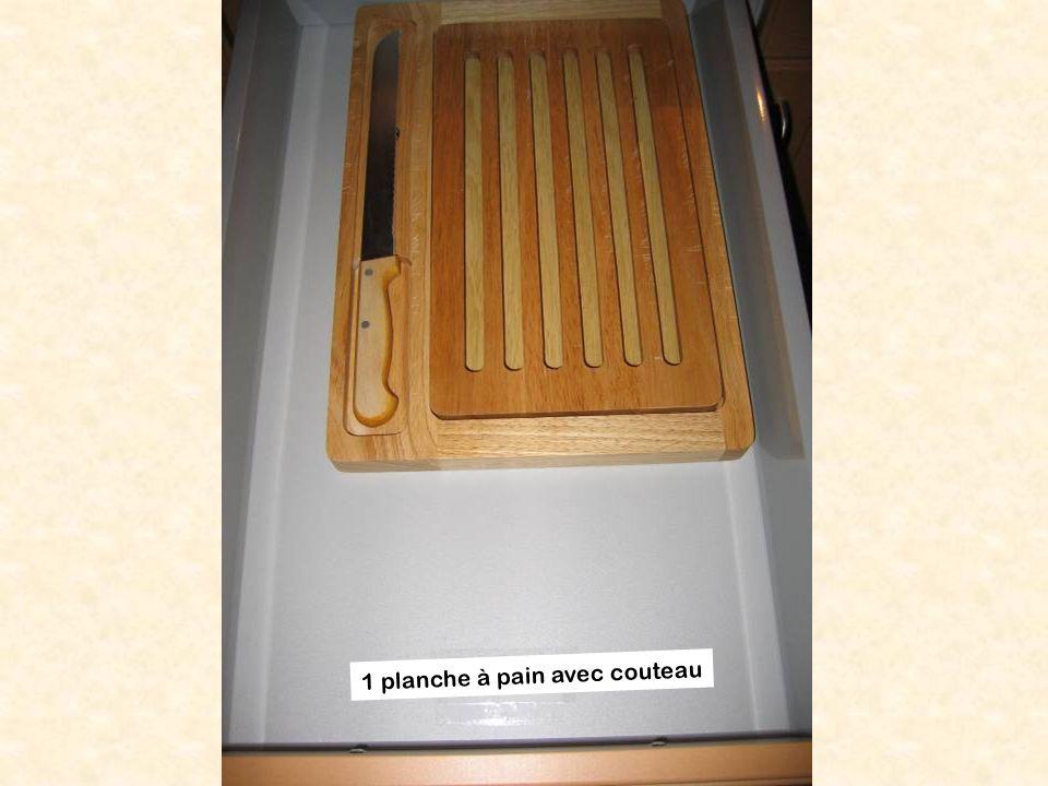 1 planche à pain avec couteau