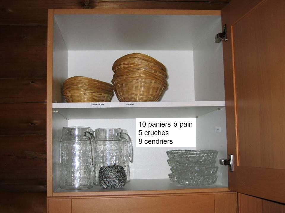 10 paniers à pain 5 cruches 8 cendriers