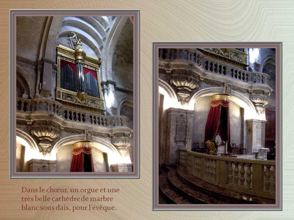 Le chœur fut reconstruit en 1670.