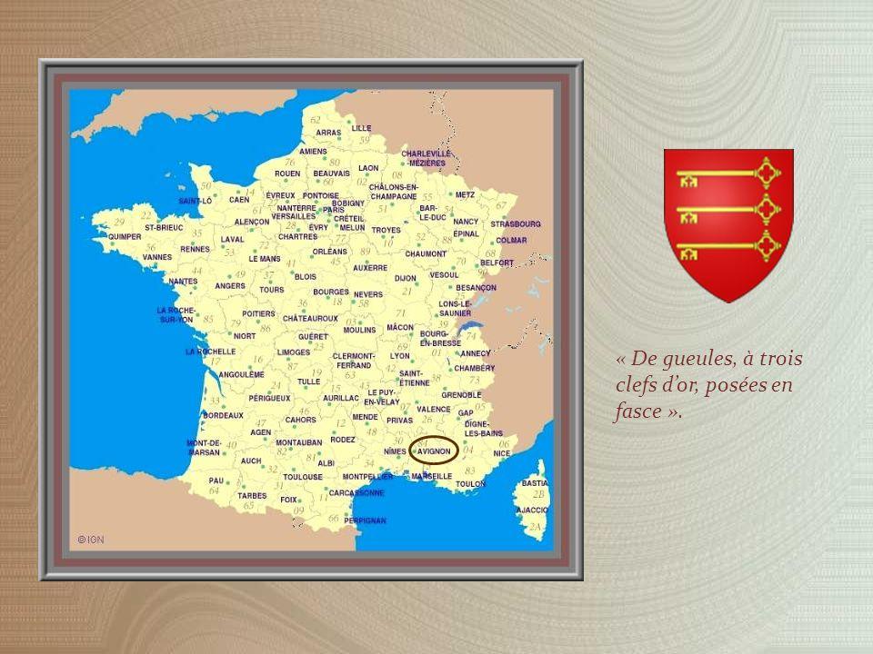 A lextrémité de la place bordant le Palais des Papes se trouve le Petit Palais nommé ainsi par opposition à son célèbre voisin.