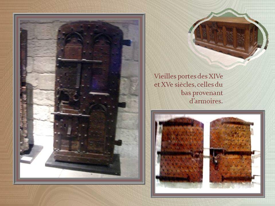 La Grande Trésorerie est contigüe au Trésor Bas. Sa remarquable cheminée occupe tout un mur.