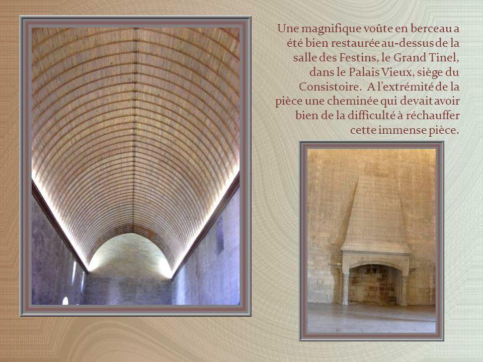 La cour du cloître de Benoît XII