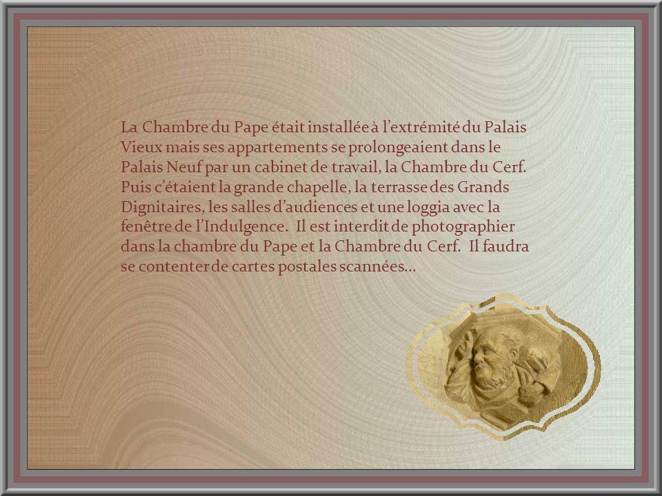 Ce moulage rappelle lœuvre en marbre polychrome de Francesco Laurana.
