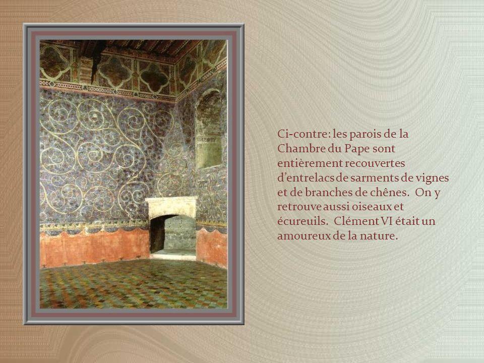 La Chambre du Pape était installée à lextrémité du Palais Vieux mais ses appartements se prolongeaient dans le Palais Neuf par un cabinet de travail, la Chambre du Cerf.