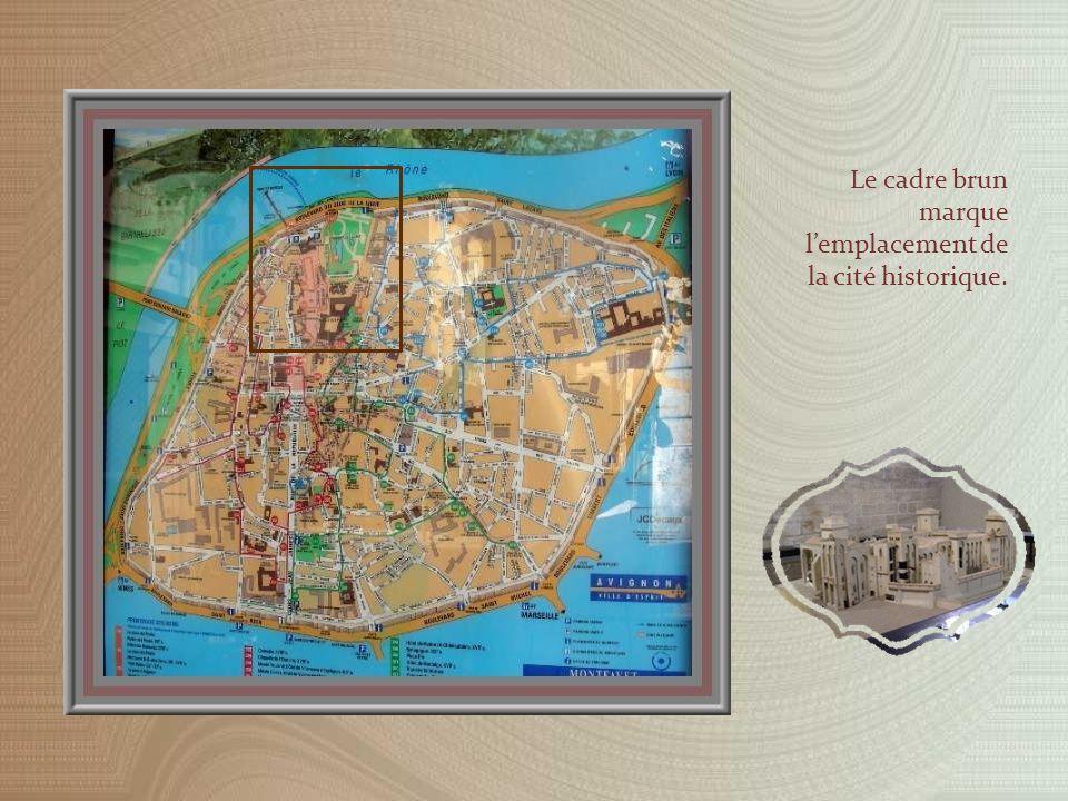 Le cadre brun marque lemplacement de la cité historique.