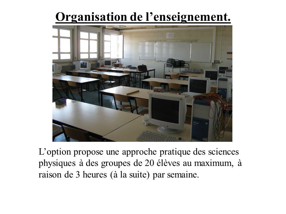 Organisation de lenseignement. Loption propose une approche pratique des sciences physiques à des groupes de 20 élèves au maximum, à raison de 3 heure