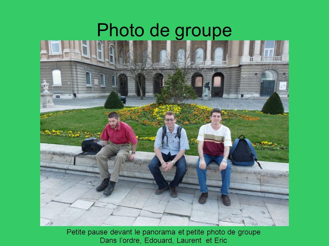 Photo de groupe Petite pause devant le panorama et petite photo de groupe Dans lordre, Edouard, Laurent et Eric