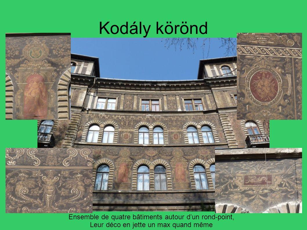 Kodály körönd Ensemble de quatre bâtiments autour dun rond-point, Leur déco en jette un max quand même