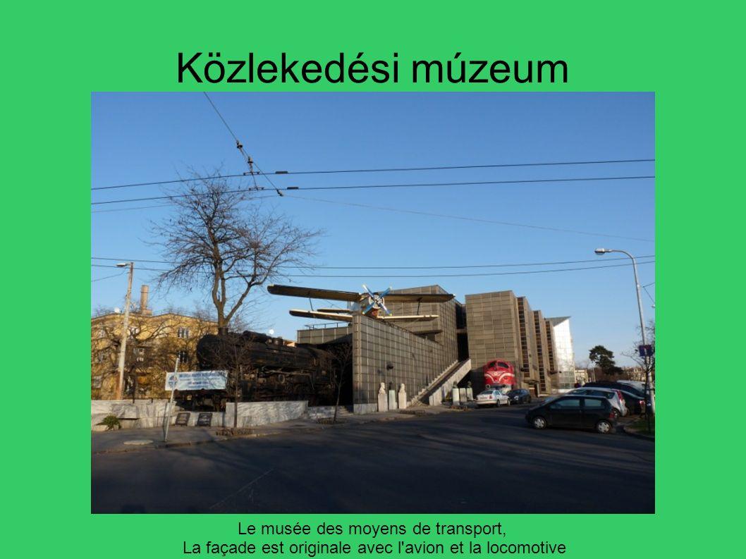 Közlekedési múzeum Le musée des moyens de transport, La façade est originale avec l'avion et la locomotive