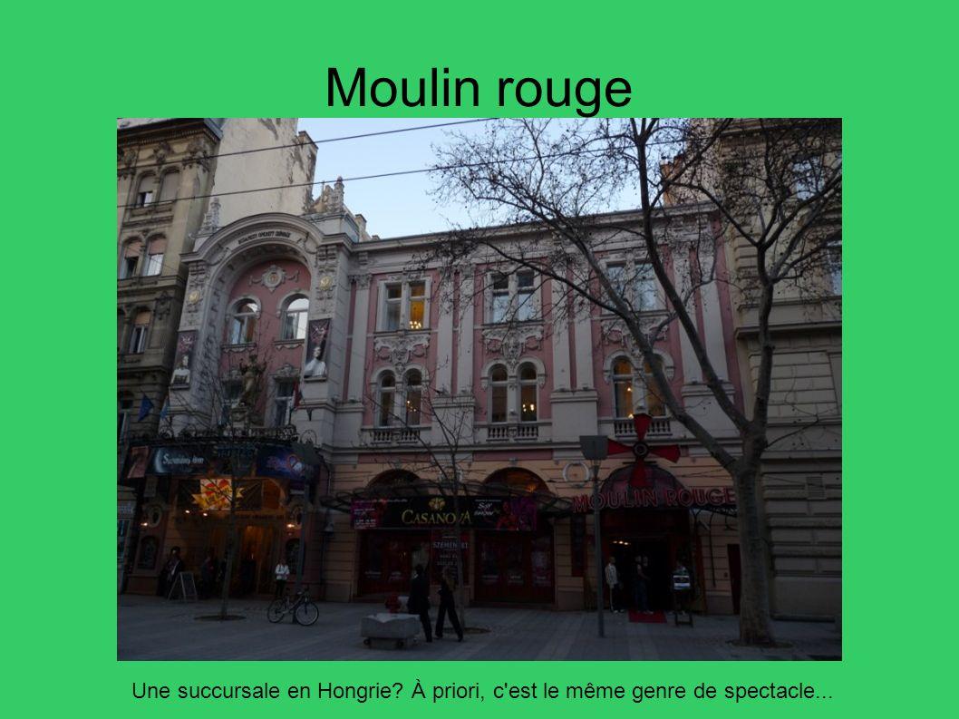 Moulin rouge Une succursale en Hongrie? À priori, c'est le même genre de spectacle...