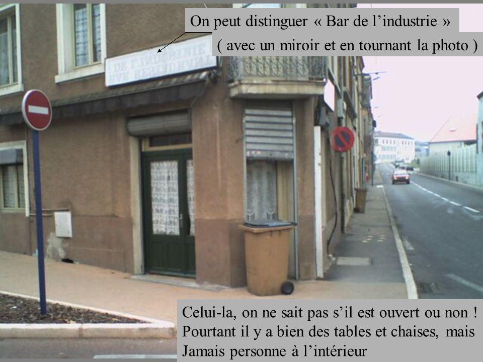 Celui-la, on ne sait pas sil est ouvert ou non ! Pourtant il y a bien des tables et chaises, mais Jamais personne à lintérieur On peut distinguer « Ba