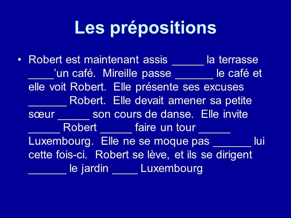 Les prépositions Robert est maintenant assis _____ la terrasse ____un café.